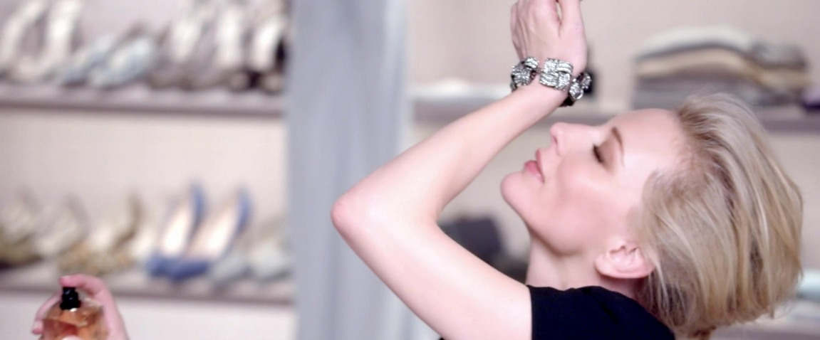 Cate Blanchett is the face and the voice of three mini commercials for Sì