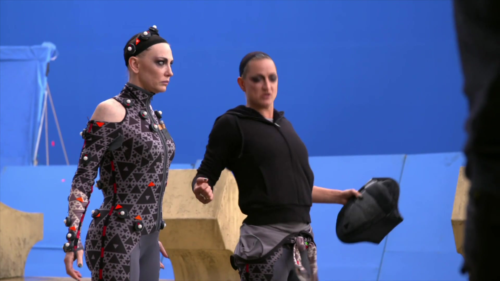 Thor: Ragnarok Inside Filming with Villainess Hela + More Behind the Scenes
